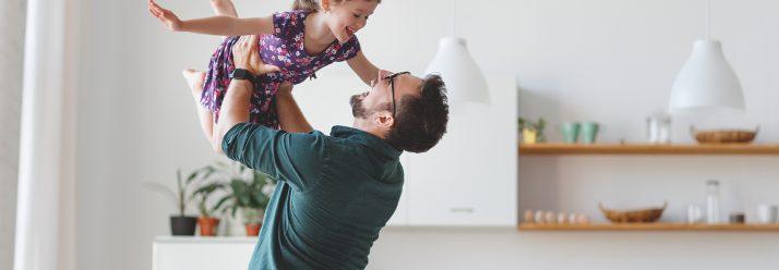 ¿Cómo un seguro para la universidad beneficiará el futuro de mi hijo?